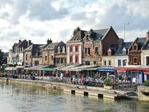 Restaurantes en Quai Belu en la ciudad de Amiens Fotografía de archivo libre de regalías