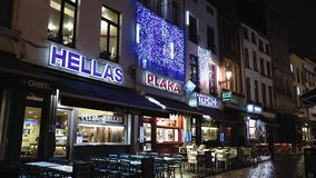 Restaurantes gregos do fast food de Bruxelas, Bélgica, perto de Grand Place vídeos de arquivo