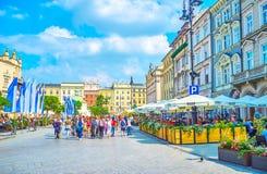 Restaurantes no mercado principal em Krakow, Polônia Foto de Stock
