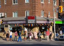 Restaurantes que muestran la ayuda para el orgullo del mundo Imagen de archivo libre de regalías