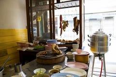 Restaurantes que venden el arroz y el pollo frito imágenes de archivo libres de regalías