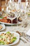 Restaurantlijst met voedsel royalty-vrije stock afbeelding