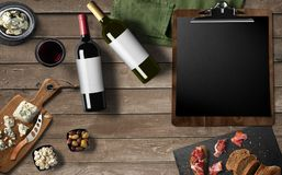 Restaurantmenüdesign, Rotwein, Weißwein, Käsecamembert, Lizenzfreies Stockfoto