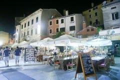 Restaurants auf Promenade in Rovinj Lizenzfreies Stockfoto