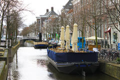 Restaurants on the canal of Delft Stock Photography