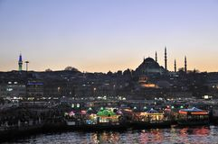 Restaurants de Fishboat dans Eminonu, Istanbul - Turquie Photos libres de droits