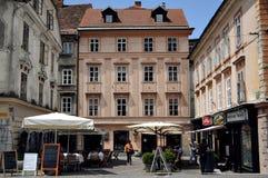 Restaurants in de oude stad in Ljubljana, Slovenië Stock Fotografie