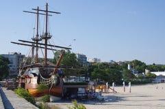 Restaurants peu communs de bateau photographie stock libre de droits