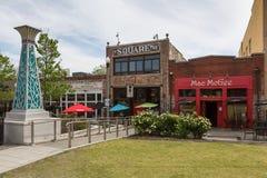 Restaurants sur la place dans la banlieue d'Atlanta, Decatur image stock