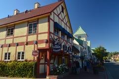 Restaurants van Solvang: Een Schilderachtig die Dorp door Denen met Zijn Typische Contructions van Historisch Denemarken wordt op stock fotografie