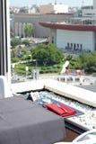 Restauranttabelle mit einer Ansicht stockbild