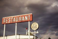 Restaurantteken langs Route 66 stock afbeeldingen