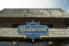 Restaurantteken met schipwiel Stock Afbeelding