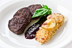 Restaurantteller, Fleisch medalions Lizenzfreies Stockbild