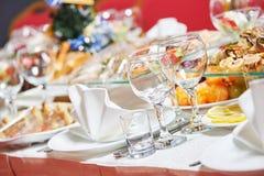 Restaurantverpflegungstabelle mit Lebensmittel Stockfotos
