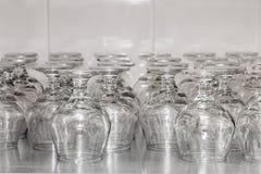 Restaurantwerktuigen De naadloze Glazen van de Rij Stock Afbeelding