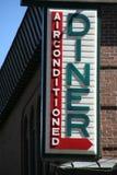 Restaurantzeichen auf Ziegelsteingebäude, Stockfotografie