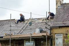 Restauration décorative de toit d'ardoise au Pays de Galles Photos libres de droits