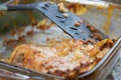Reste d'un plateau de cuisson de lasagne Image libre de droits
