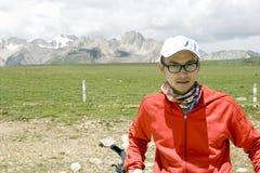 Reste de jeune homme en nature Photographie stock