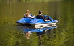 Reste sur un catamaran Photographie stock libre de droits