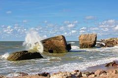 Reste von bombardierten Sovjet-Bunkern im Meer Lizenzfreie Stockfotografie