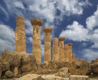 Restes d'un temple du grec ancien de Heracles (siècle de V-VI AVANT JÉSUS CHRIST), vallée des temples, Agrigente, Sicile photo stock
