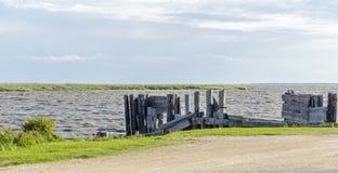 Restes de dock de ferry d'île de Hecla Image libre de droits