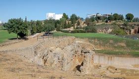 Restes de pierres d'un mausolée romain Images stock