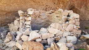 """Restes des bâtiments Incaic entre les formations de roche spectaculaires de la """"Italie Perdida """"dans les montagnes andines de la  photo stock"""