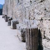 Restes des colonnes classiques dans une rue à Pompeii, Italie images libres de droits