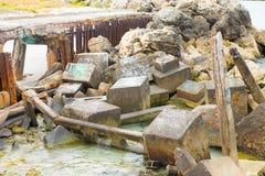 Restes et blocaille de pont effondré Photographie stock libre de droits