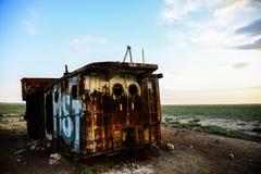 Restes rouillés d'un bateau de pêche Photographie stock libre de droits