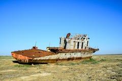 Restes rouillés d'un navire de guerre Photographie stock libre de droits