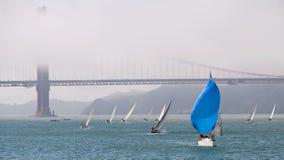 restez à l'extérieur de la foule à San Francisco Bay Photos libres de droits