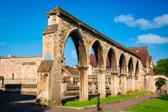 Resti degli arché dell'infermeria alla cattedrale di Gloucester immagine stock