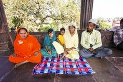 Resti della famiglia in Jama Masjid Mosque, Fotografie Stock Libere da Diritti