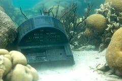 Resti della TV su fondo del mare Fotografia Stock Libera da Diritti