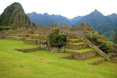 Resti delle strutture antiche in Machu Picchu Inca Citadel sul fianco di una montagna della regione di Cusco, sito archeologico n immagine stock libera da diritti