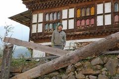 Resti felici del bracciante verso la fine del pomeriggio nel Bhutan Fotografia Stock