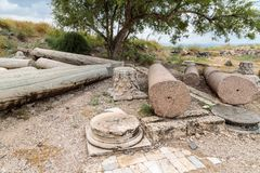Restna av kolonnen i fördärvar av greken - romersk stad av det 3rd århundradet F. KR. - den 8th århundradeANNONSEN Hippus - Susit Arkivbild