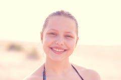 Resto adolescente de la muchacha en la naturaleza Imagenes de archivo