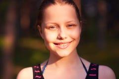 Resto adolescente de la muchacha en la naturaleza Fotografía de archivo