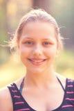 Resto adolescente de la muchacha en la naturaleza Foto de archivo