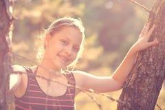 Resto adolescente de la muchacha en la naturaleza Imagen de archivo libre de regalías