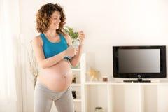 Resto após o exercício para grávido Fotos de Stock Royalty Free