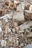 Resto da sucata e de tijolos despedaçados de uma construção Fotos de Stock
