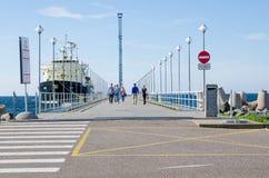 Resto de la gente el días de mar en Tallinn fotos de archivo