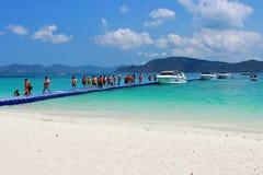 Resto de los viajeros en la isla de Koh Hey Fotos de archivo libres de regalías