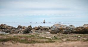 Resto de um semáforo em Pointe du Mas na ilha de Yeu fotografia de stock